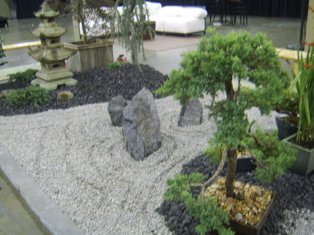 Japanese landscaping on pinterest stone lantern for Gravel garden designs